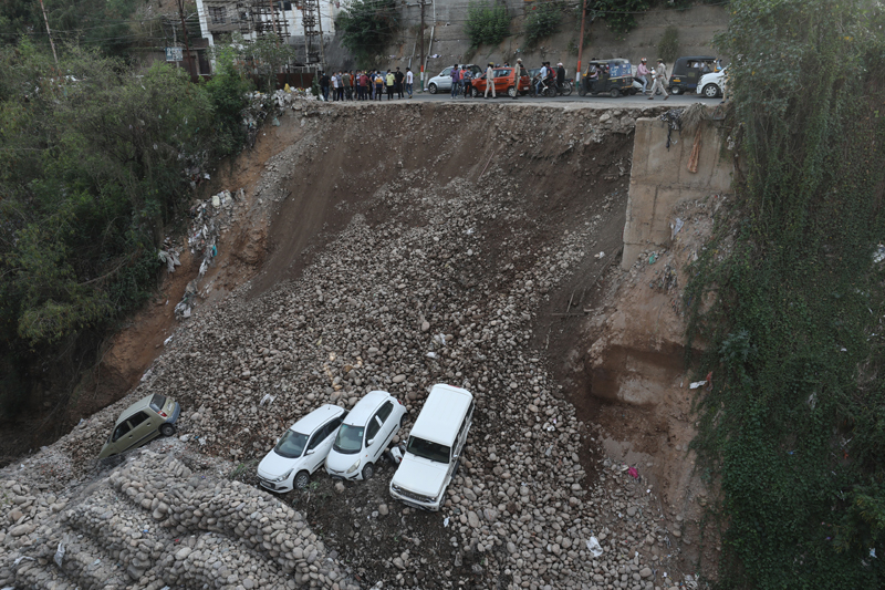 A portion of Circular Road in Jammu which caved in. —Excelsior/Rakesh