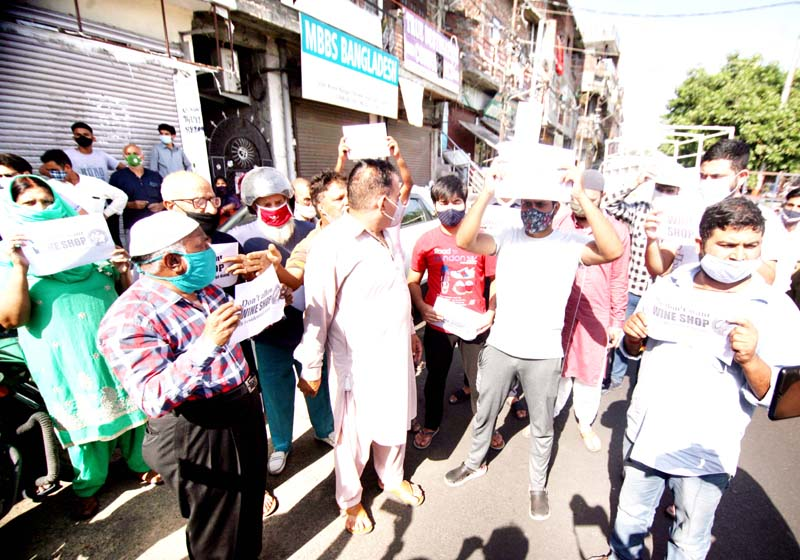 Residents during protest over opening of wine shop at Prem Nagar area of Jammu on Tuesday. -Excelsior/Rakesh