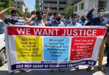 SHG Engineers protesting in Srinagar on Wednesday. —Excelsior/Shakeel