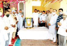 Shri Guru Ravi Dass Satsang Society members paying tributes to Ex-MLA and social activist, Babu Milkhi Ram during function at Jaswan in Jammu on Sunday.