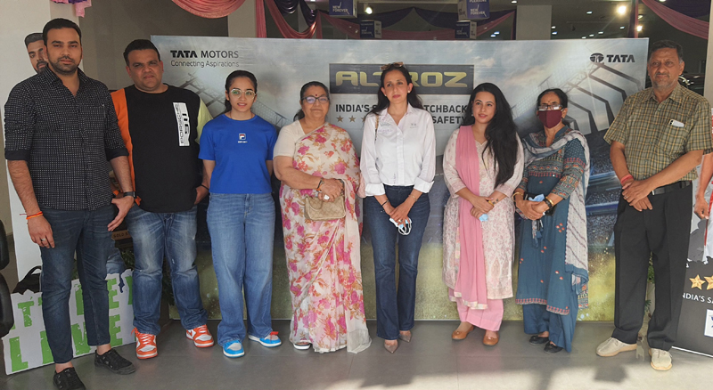 First female para rower of the Country Kritika Khanna and officials of AM Hyundai during honouring function.