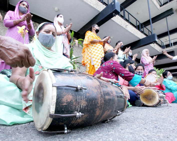 Artists staging protest dharna for relief package. — Excelsior/Rakesh
