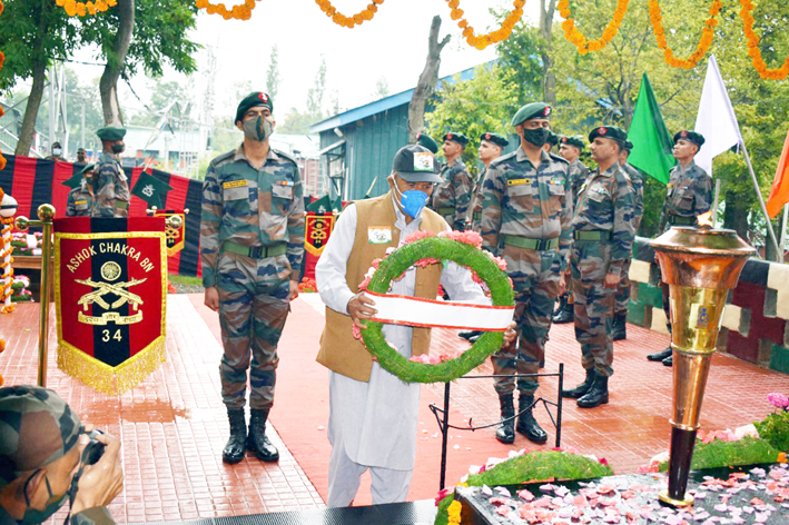 Swarnim Vijay Varsh Victory Mashaal, symbol of India 1971 War Victory over Pakistan, reached Kashmir valley to a warm welcome on Wednesday.