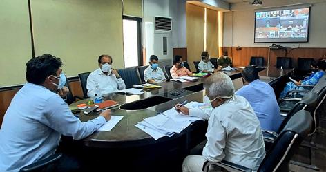Div Com chairing a meeting.
