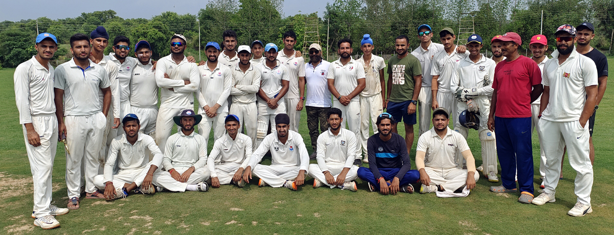Players posing for group photograph.