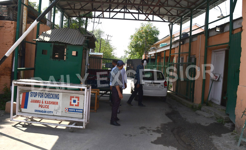 CBI sleuths during searches at IAS officer Shahid Iqbal Choudhary's Tulsibagh residence in Srinagar on Saturday. -Excelsior/Shakeel