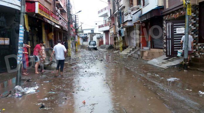 Rain water enters Nanak Nagar on Monday. -Excelsior/Rakesh