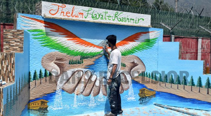 An artist paints a graffiti outside the Army Headquarters in Srinagar. —Excelsior/Shakeel