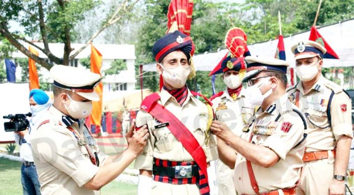 DGP Dilbag Singh decorating a new recruit at PTS Kathua on Friday. -Excelsior/Pradeep Sharma