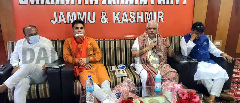 BL Santosh, national general secretary BJP during a meeting with party leaders at Srinagar on Friday. -Excelsior/Shakeel