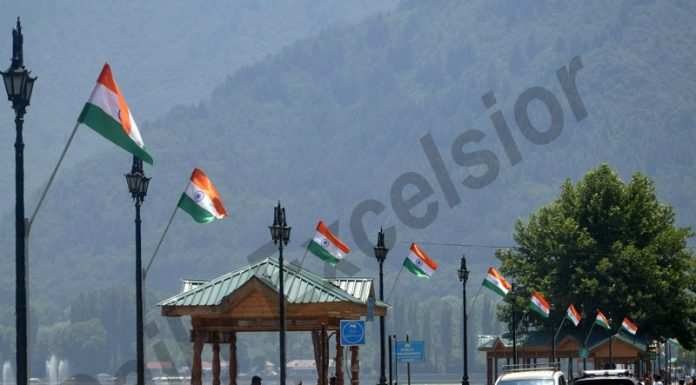 Boulevard Road on the banks of Dal lake in Srinagar bedecked with national flags. —Excelsior/Shakeel