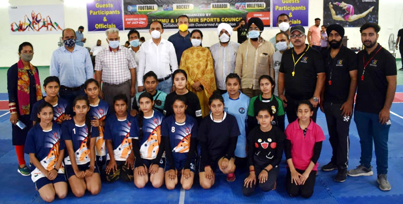 Winning team along with dignitaries posing for a group photograph at Sports Stadium Samba on Thursday.