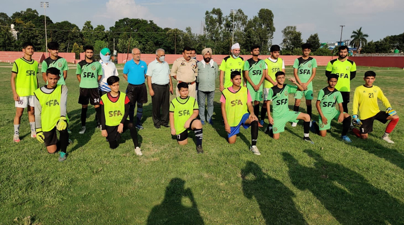 Players posing for a group photograph with dignitaries at Sports Stadium Kathua.