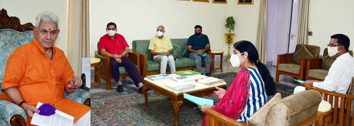 Lt Governor with delegation led by JMC Mayor.