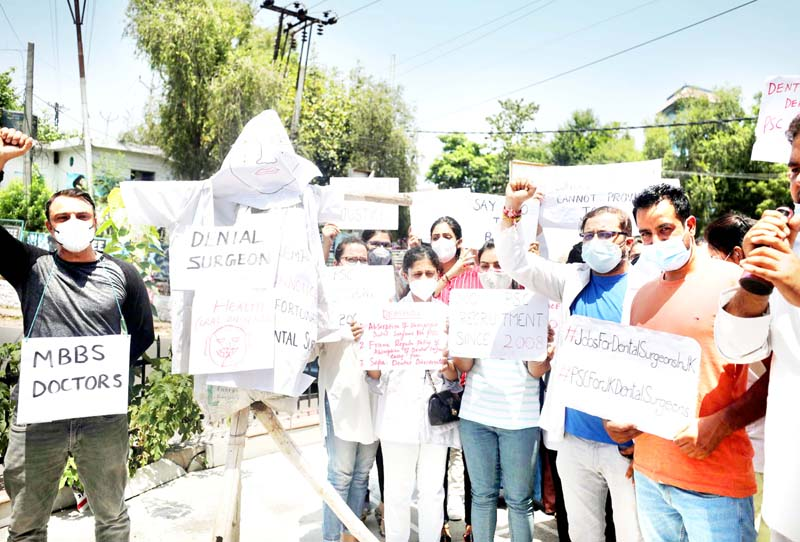 Unemployed dental surgeons during a protest demonstration in Jammu. -Excelsior/Rakesh