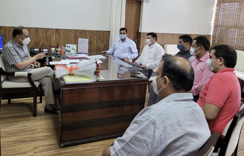 A delegation of CCI Jammu in a meeting with Principal Secretary PDD Rohit Kansal.