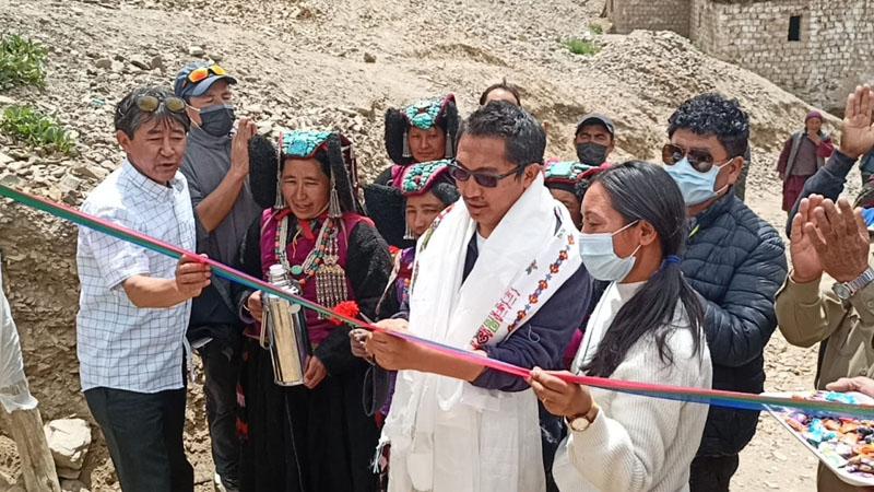 MP Ladakh Jamyang Tsering Namgyal inaugurating mobile tower.