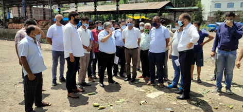 Director Horticulture Planning & Marketing Vishesh Paul Mahajan taking stock of departmental activities in Udhampur.