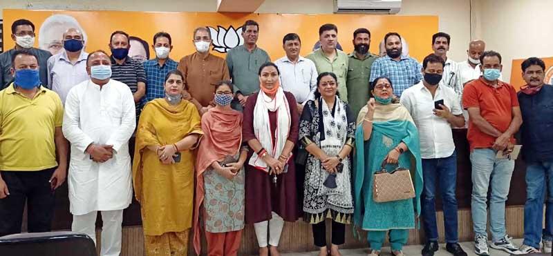 BJP leaders Kavinder Gupta, Vibodh Gupta and Sunil Sethi posing with JMC corporators after meeting at party Headquarters, Trikuta Nagar on Tuesday.