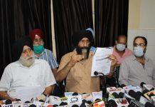 RTI activist Balvinder Singh addressing media persons at Jammu. — Excelsior/Rakesh