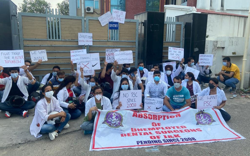 Unemployed dental surgeons staging a protest in front of IGGDC Jammu. —Excelsior/Rakesh