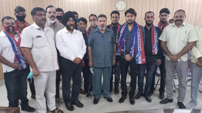 Kanav Khajuria along with supporters posing for photograph with Apni Party president Altaf Bukhari at Jammu.