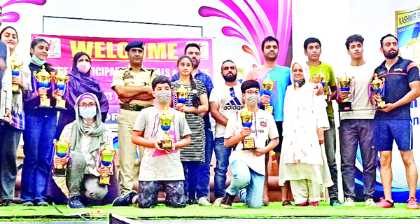 Winners posing for a group photograph with chief guest, SP Hazratbal, Irshad Hussain Rather at Srinagar.