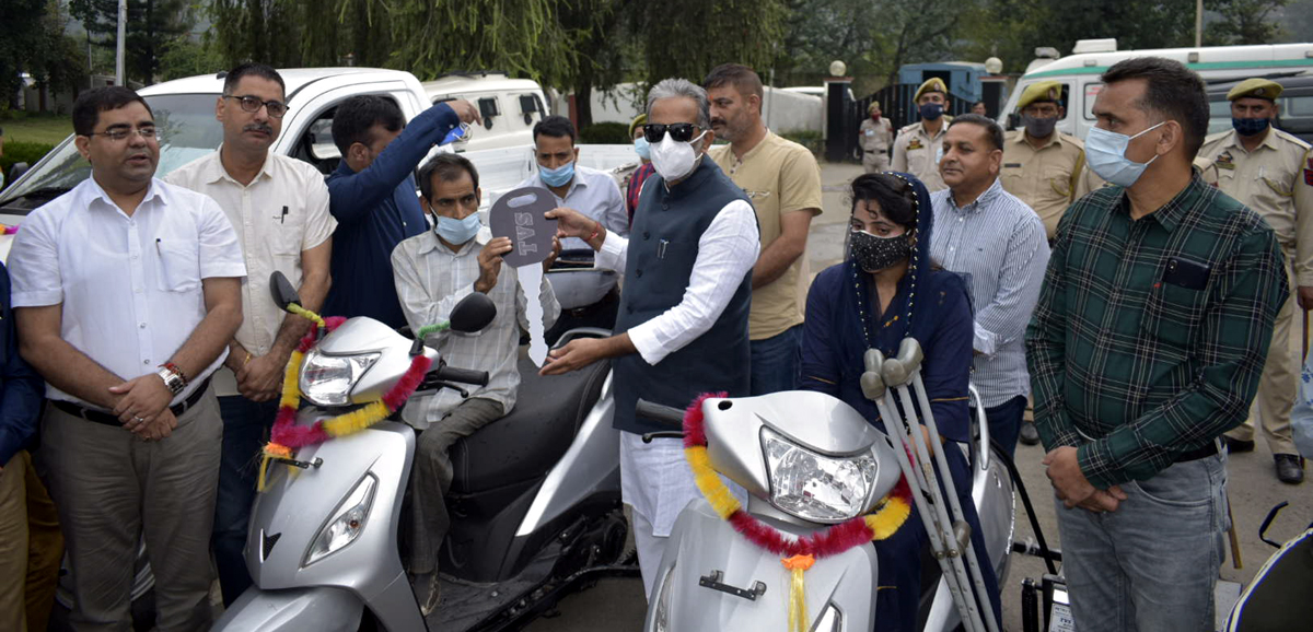 Union MoS Power and Industries, Krishan Pal Gurjar distributing tricycles to specially abled persons in Rajouri on Tuesday.