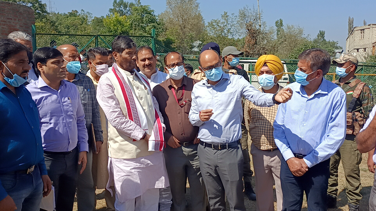 Union Minister for FPI P K Paras interacting with fruit growers at Pattan area of Baramulla.