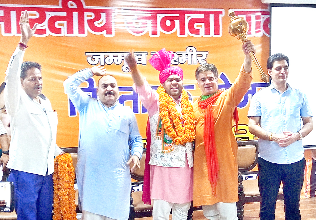 J&K BJP chief Ravinder Raina and vice-president Shakti Parihar posing with businessman Danish Mishra after his inclusion in the party.