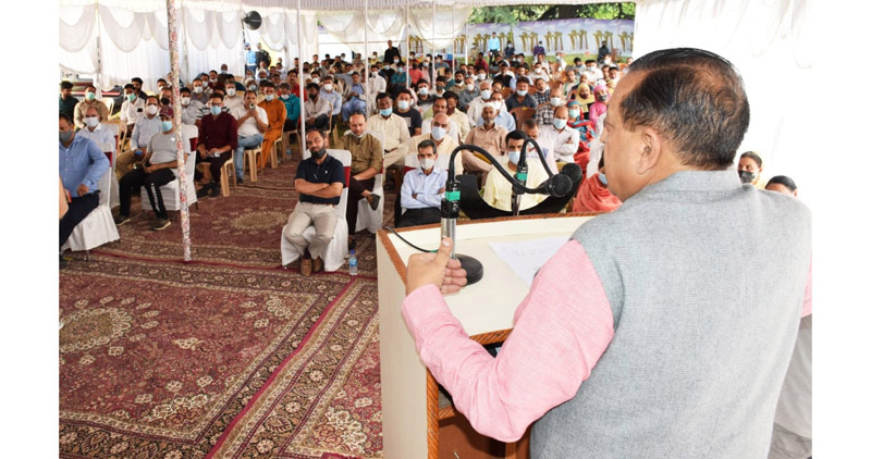 Union Minster Dr Jitendra Singh addressing a meeting of DDC, BDC members, Sarpanches and Panches at Khonmoh on Saturday. Excelsior/Shakeel