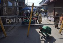 A man tries to cross a barricade erected by the authorities during a lockdown re-imposed in many areas of Srinagar city to prevent the spread of Coronavirus. —Excelsior/Shakeel