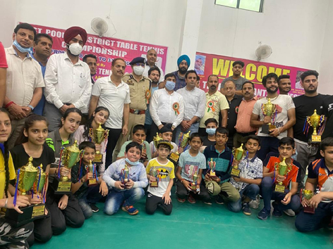 Winners posing for a group photograph with dignitaries at Poonch on Tuesday.