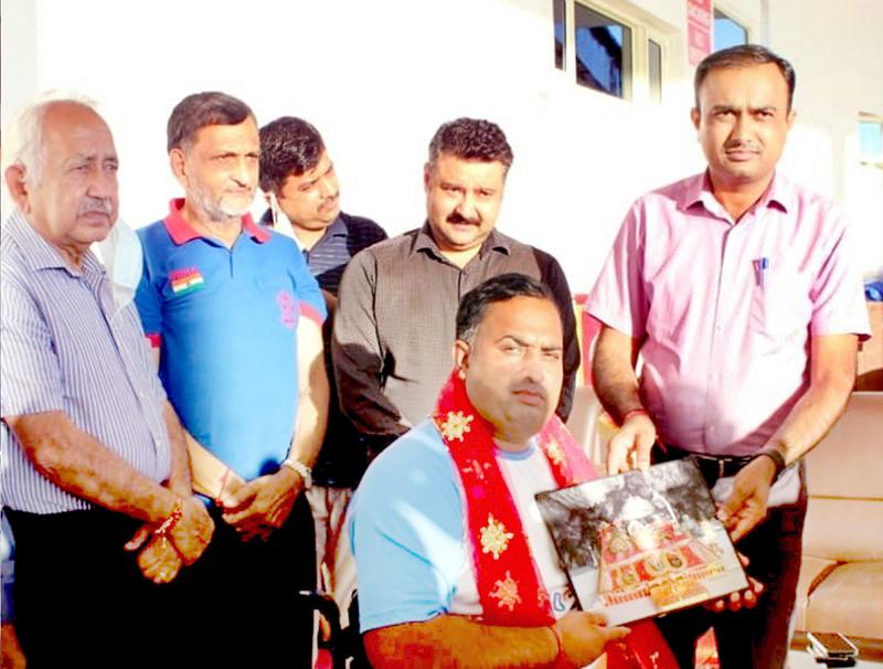 CEO SMVDSB, Ramesh Kumar felicitating Para archer- Rakesh Kumar at Katra on Tuesday.
