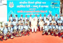 Lt Governor Manoj Sinha posing with participants of CRPF's Cycle Rally at Jammu on Thursday.