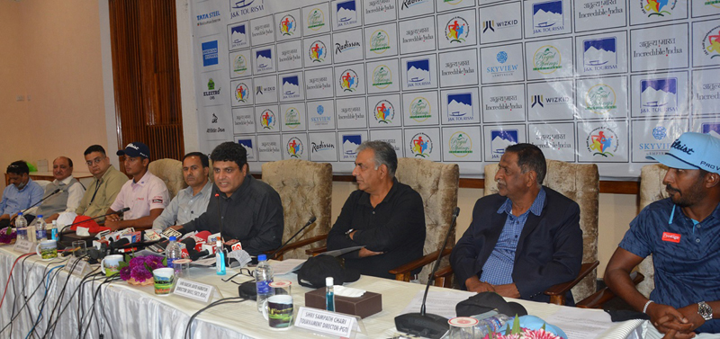 Tourism Secy Sarmad Hafeez addressing press conference along with Golf professionals at Srinagar on Tuesday.