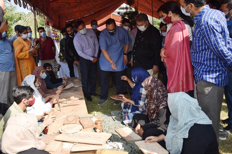 Union Minister Rajeev Chandrashekhar inspecting stalls installed by youth.