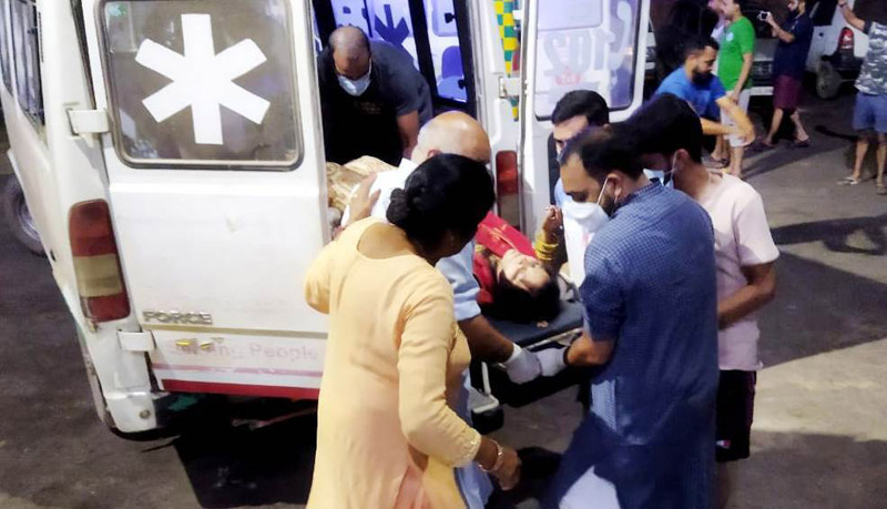 Injured Baratis being taken to hospital in Chenani. -Excelsior/K Kumar