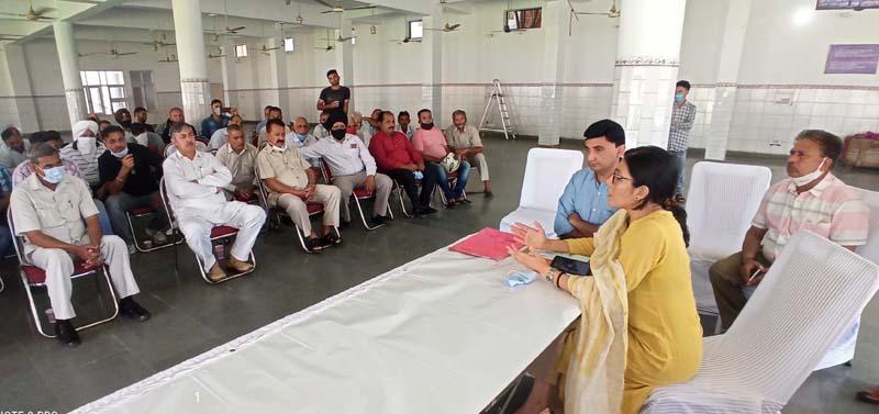 JMC Commissioner Avny Lavasa addressing farmers during an awareness program in Jammu.