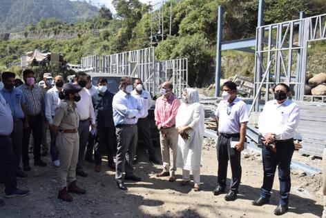 Advisor Baseer Ahmad Khan taking review of transit accommodation for yatris in Ramban on Wednesday.