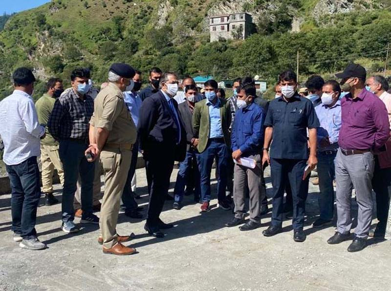 Advisor Baseer Khan discussing development related issues with officers at Poonch.