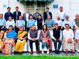 """Union Minister Dr Jitendra Singh posing for a group photograph with the trainees of """"Indian School of Business"""" (ISB) Hyderabad/Mohali, on Thursday."""
