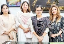 Sparkle Women's Club members and JMC Commissioner Avny Lavasa posing for group photograph.