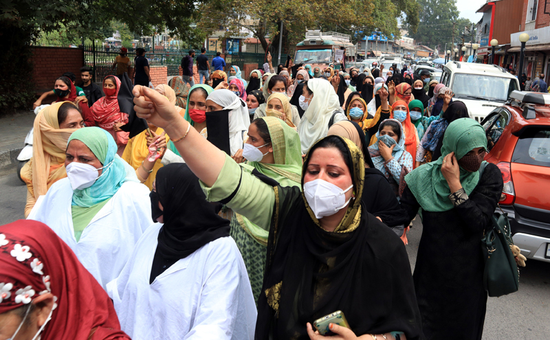 ICDS workers protesting in Srinagar. -Excelsior/Shakeel