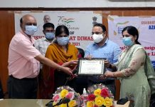ADC Jammu Satish Sharma along with Deputy Director Schemes (Health) Dr Seema Gupta and CMO Jammu Dr JP Singh awarding a Health employee.