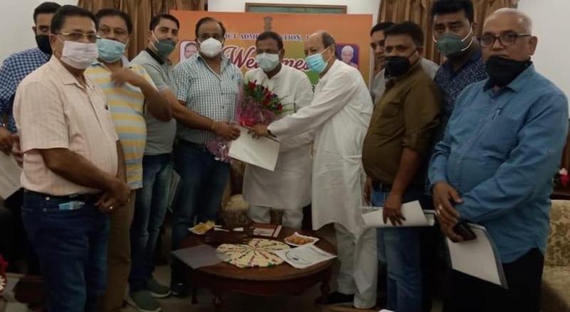 Ware House traders submitting memorandum to MoS Finance Pankaj Choudhary.