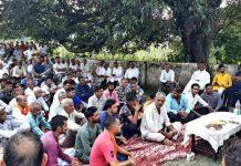 Senior Congress leader Tarachand addressing a public meeting in Chamb Constituency.