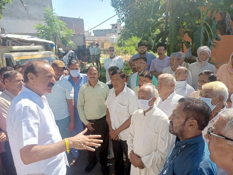 NC leader, Surjeet Singh Slathia interacting with people in a village at Vijaypur.