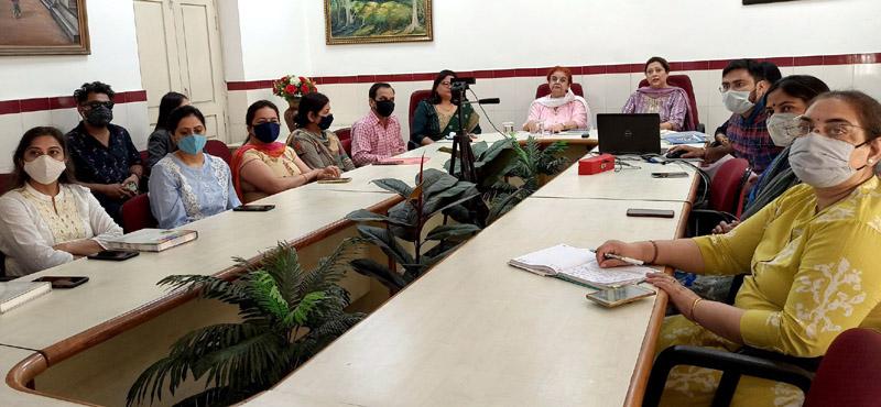 Participants attending poetic memoir at MIER.