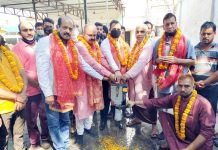 Corporator, Anil Masoom and BJP vice president, Yudhvir Sethi kick starting renovation work of bath rooms at Hari Temple Ward 10 on Monday.